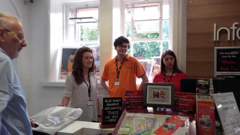Arianna, Matteo ed Eleonora(3AT) al lavoro nel Tourist Office